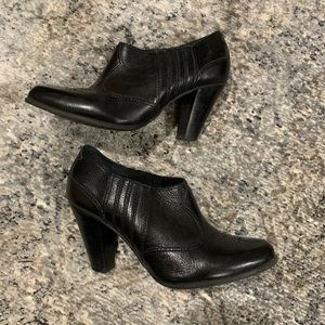 Gianna Bini Western low cut Booties